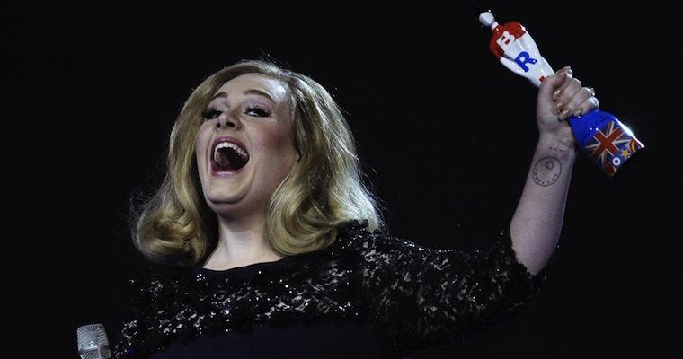 Adele-Brits-Finger