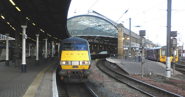 East_Coast_train,_at_platform_4,_Newcastle_Central_-_geograph.org.uk_-_1707709