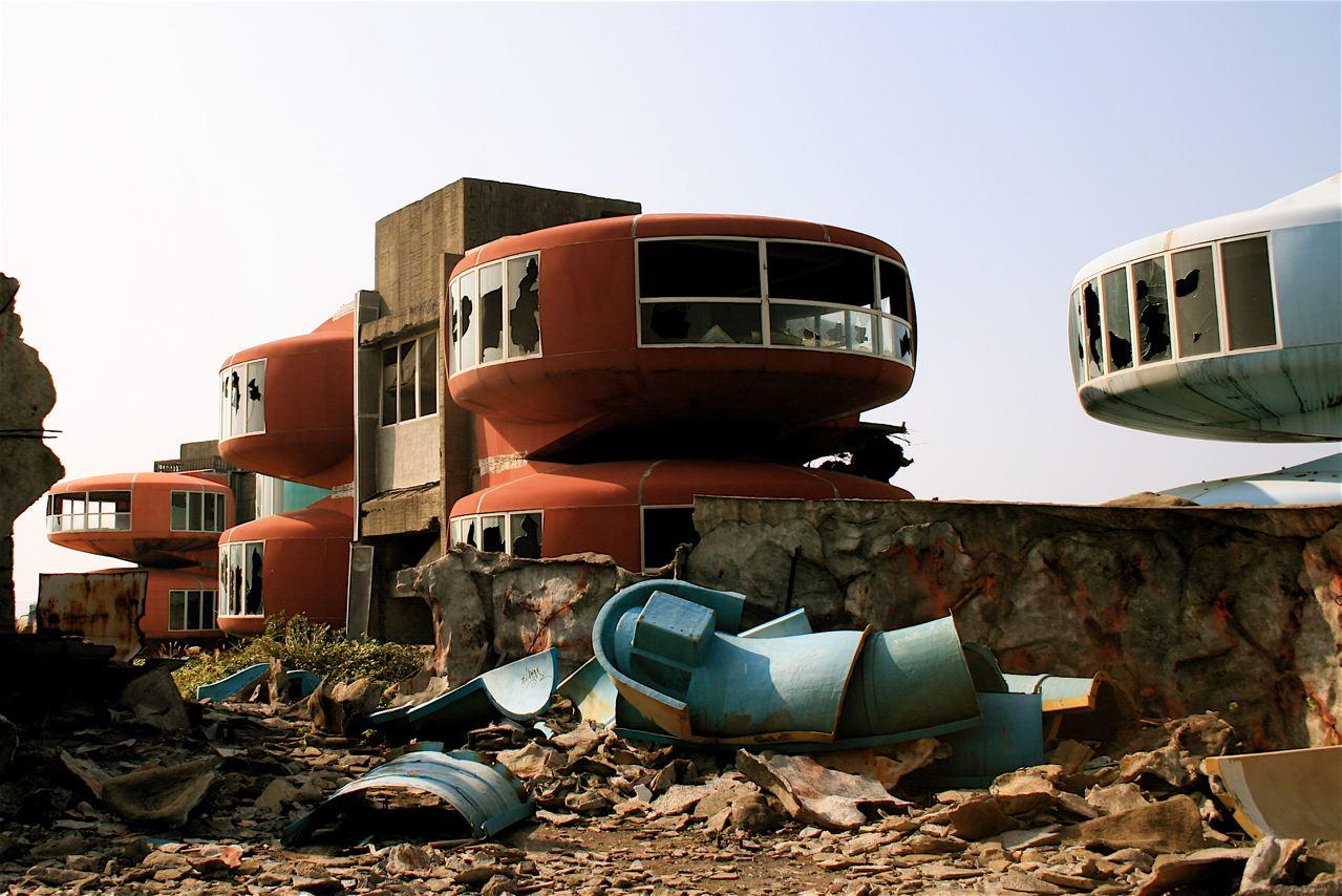 Sanzhi UFO houses - Broken