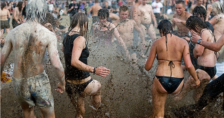 V Festival Mud Fight