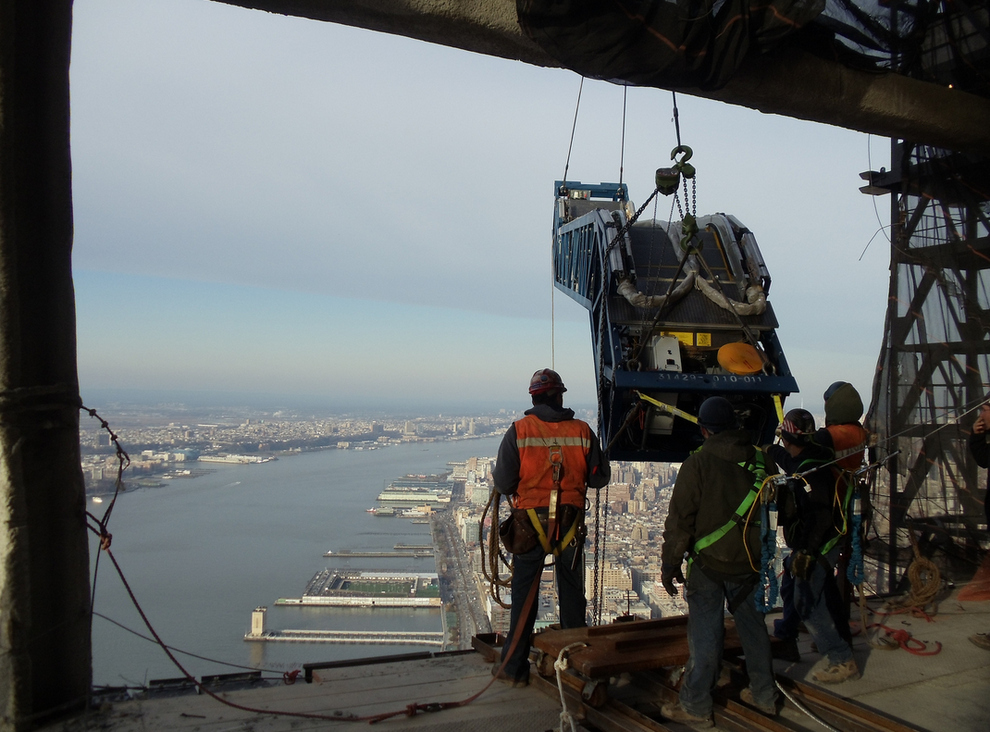 Escalators Hoisted Up World Trade Center 4