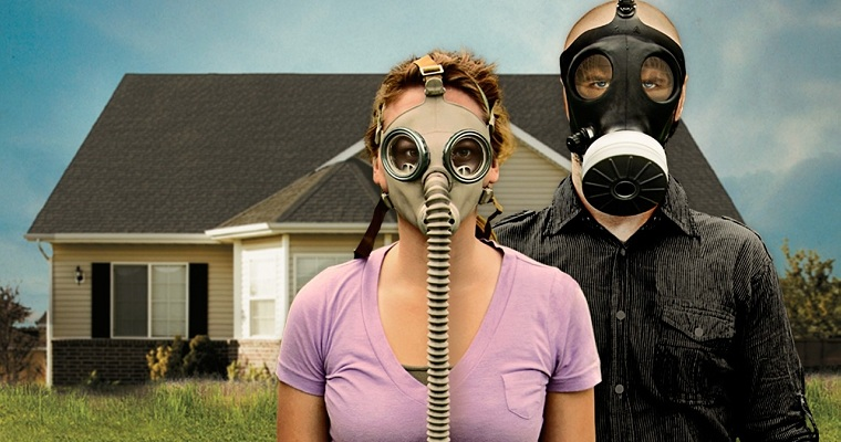 Doomsday Preppers - Couple In Gas Masks