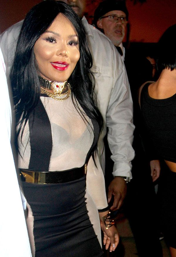lil kim shaking her ass