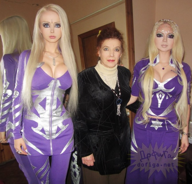 Valeria Lukyanova - With Gran And Friend