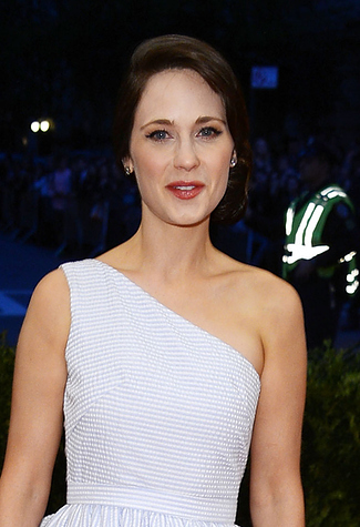 Zooey Deschanel Looks Completely Unrecognizable Without