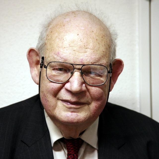Benoit B Mandelbrot