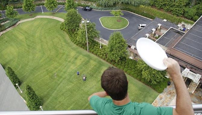 Insane Frisbee Trickshot