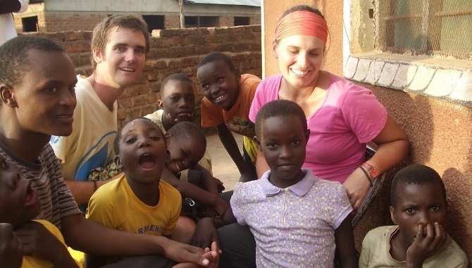 Volunteers With African Orphans