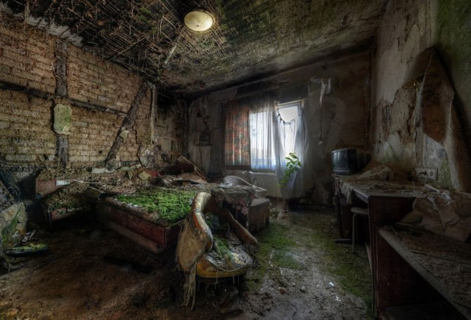Niki Feijen - UrBex - Abandoned Buildings - Bedroom 2