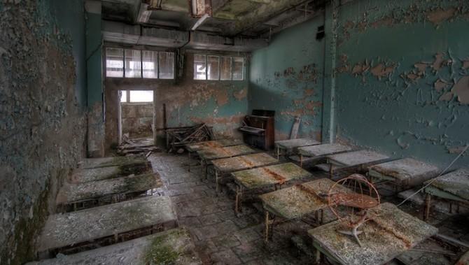 Niki Feijen - UrBex - Abandoned Buildings - Ferris Wheel Prypiat School