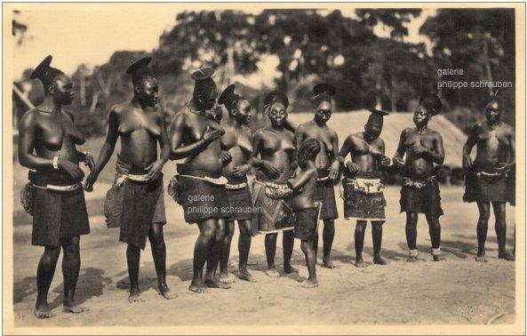 Mangbetu Tribe - Dancing Group