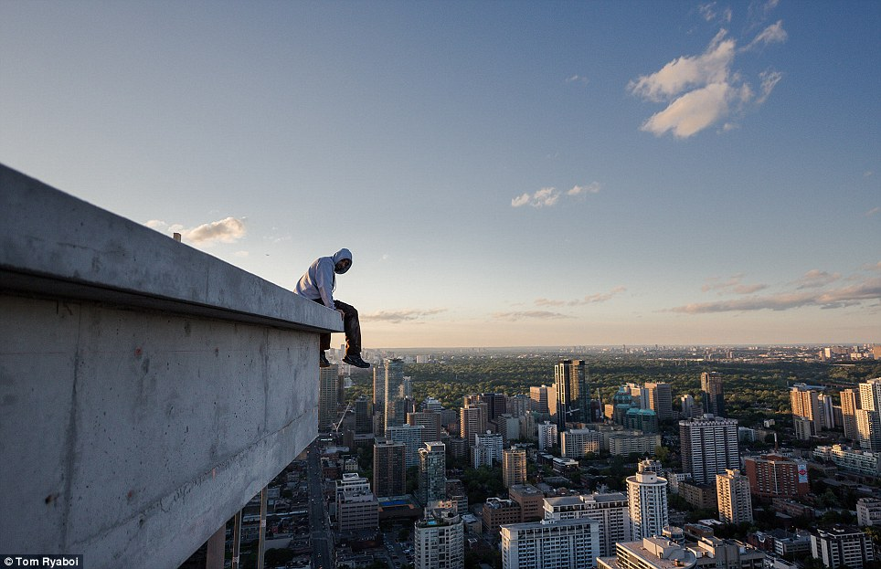 Toronto S Rooftopper Captures Awesome Photos Of The City
