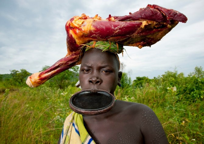 Tribes - Surma - Ethiopia - Carrying Meat