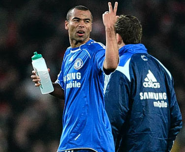 ashley-cole-angry