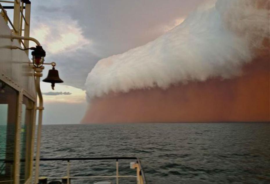 dust storm across indian ocean