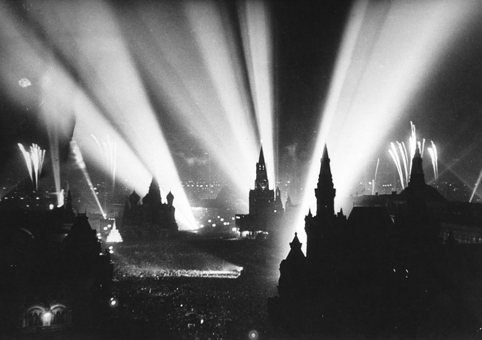 end of WWII moscow red square, 1945