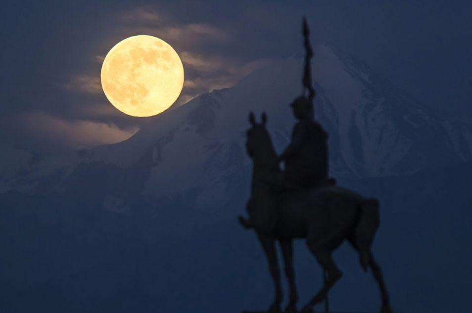 largest full moon 2013