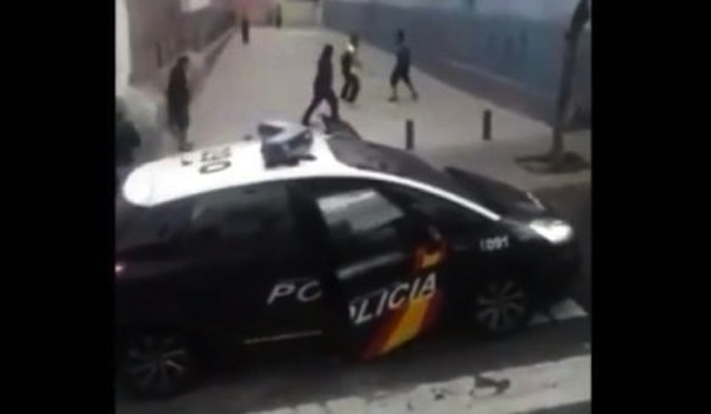 VIDEO: Spanish Police Show Up To Crime Scene, Forget To