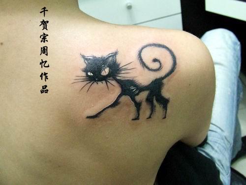 white-eyed-cat-tattoo-on-shoulder-back