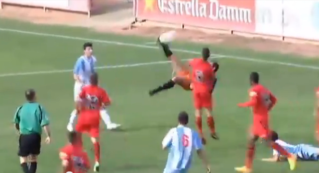 Baralome Barcelo Bicycle Kick