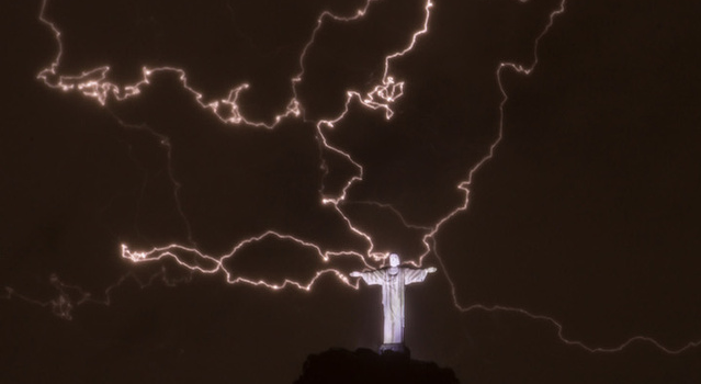 Christ The Redeemer Hit By Lightning