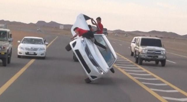 Darwin Awards - sutupid ways to die - car skiing