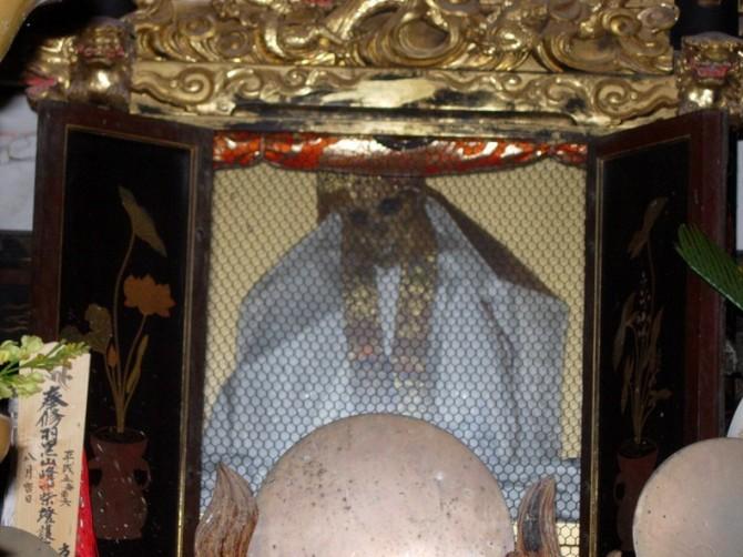 Sokushinbutsu - throne