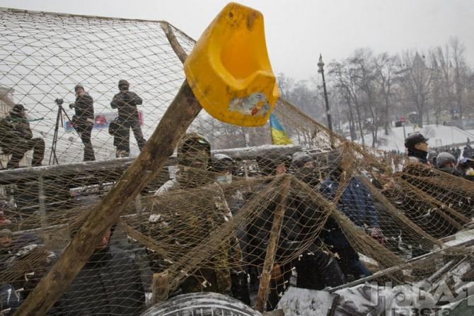 Ukraine Handmade Weapons - Barricades - Grenade catcher