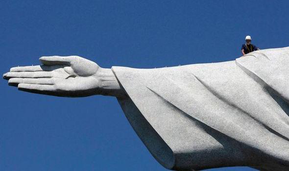 Weird News -  Jesus Finger Brazil 3