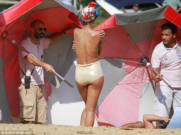 Rihanna nude brazil criticising
