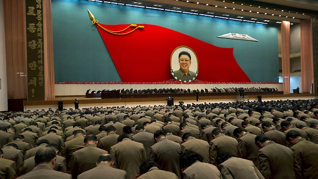 North Korea Inside - bowing 2