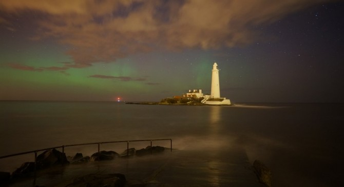 Northern Lights - Aurora Borealis - St Mary's Island, Tyne and Wear
