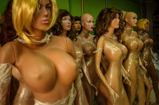 Venezuelan Mennequin - big boobs - work shop 10