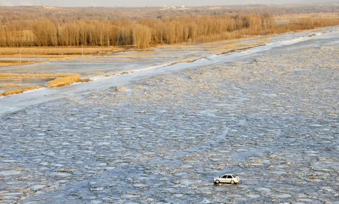 China Bomb Yellow River car idiot