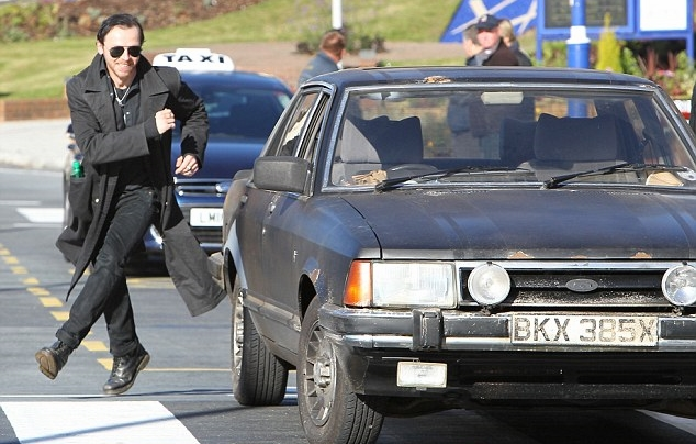 Darwin Awards - Stupid Ways To Die - Chasing Car Cruise Control