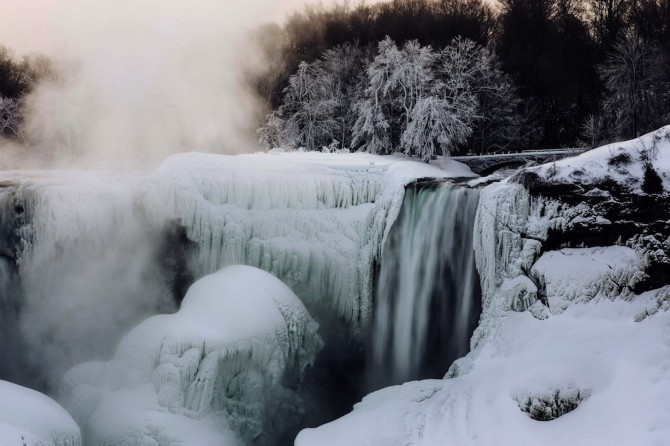 Niagara Falls Frozen - day