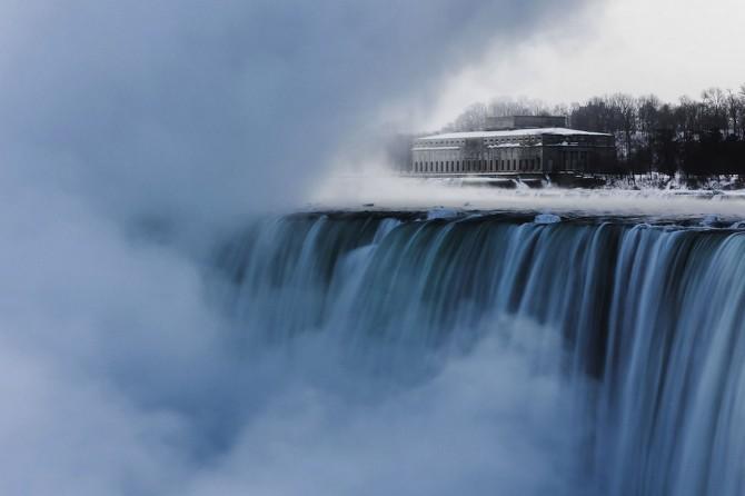 Niagara Falls Frozen - gusher