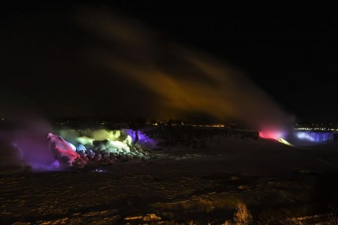 Niagara Falls Frozen - mist
