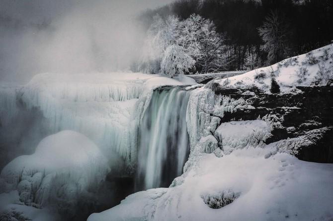 Niagara Falls Frozen - nippy