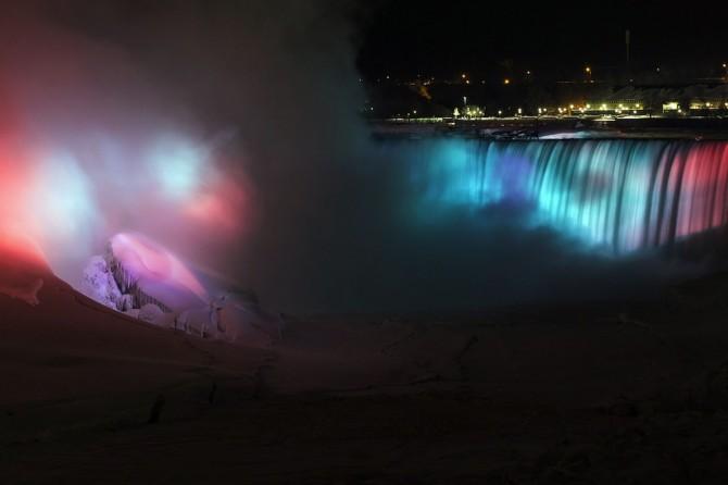 Niagara Falls Frozen - steam
