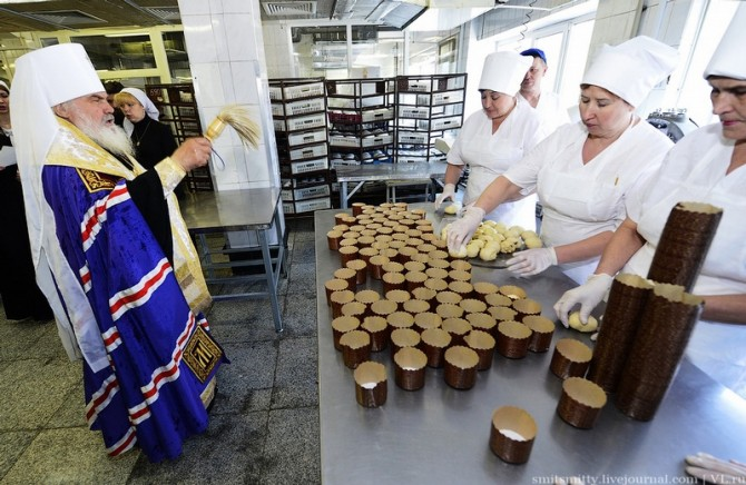 Awesome Photos From Russia With Love - cake blessing 2