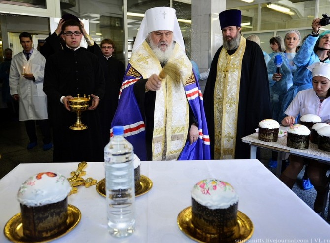 Awesome Photos From Russia With Love - cake blessing