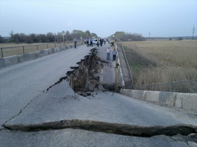 Awesome Photos From Russia - broken bridge 2