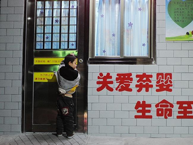 China Baby Hatch - boy opens door