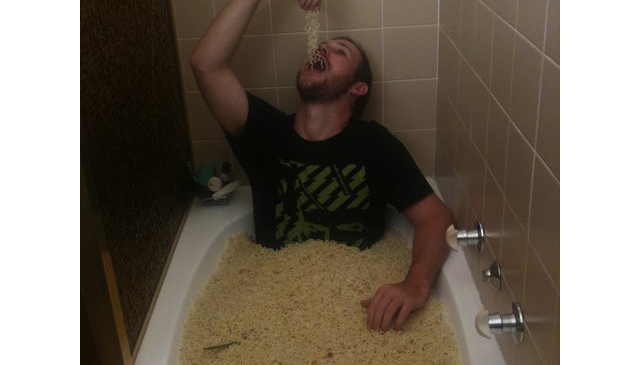 Craigslist Ad Looking For Woman To Sit In A Bathtub Of Noodles For $175