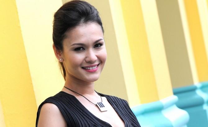 Top Hottest Politicians - Singapore - Eunice Olsen 2