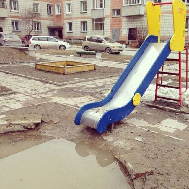 Awesome Photos From Russia - slide puddle