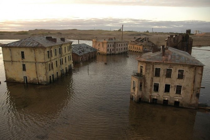 Awesome Phots Russia With Love - flooded town