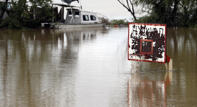 Serbia Bosnia Floods - basketball
