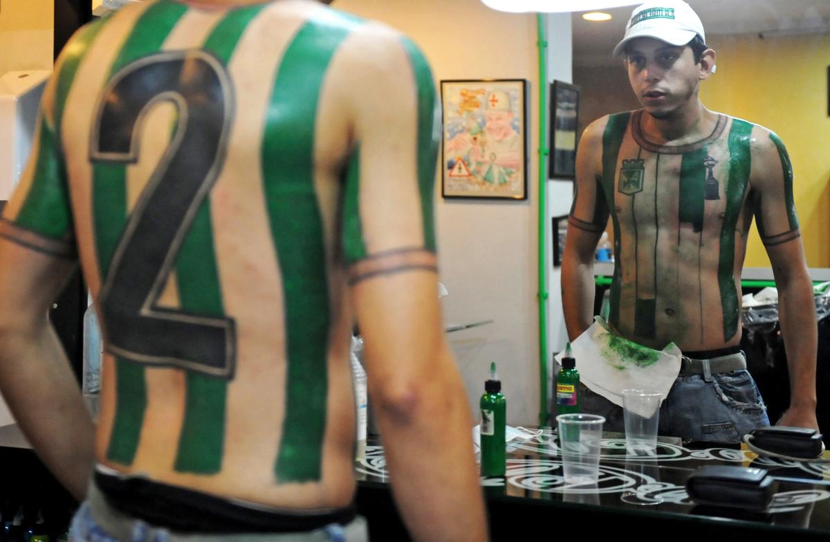Colombian football fan Felipe Alvarez lo